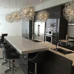 comptoir de cuisine en granit avec pattes nuance design