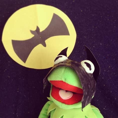 kermit  frog dresses   classic  characters  pics