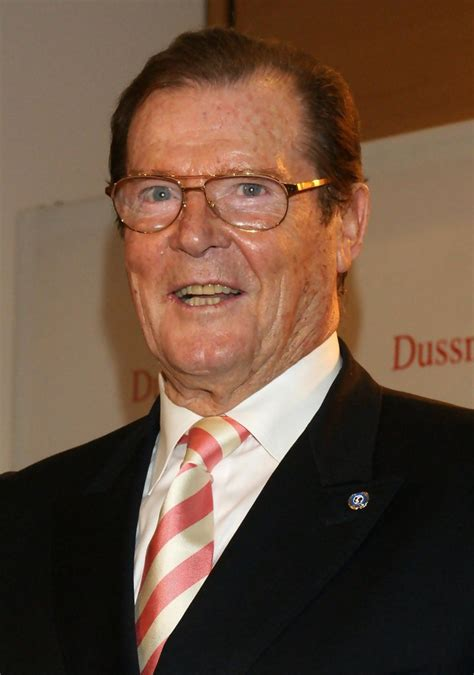 roger moore photo1 roger moore photos photos roger moore book signing in