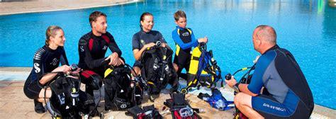 dive instructor diving instructor