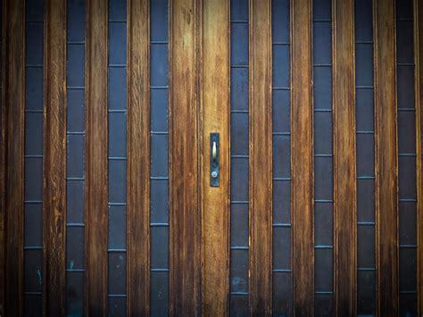 The Pros And Cons Of Wood Garage Doors Neighborhood Garage Door Materials Pros Cons