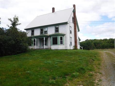 big farmhouse 1800s nh 40 000 farmhouse on 2 acres with large barn