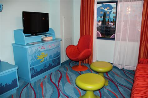 photo tour of a finding nemo family suite at disney s art art of animation resort disney world s newest resort