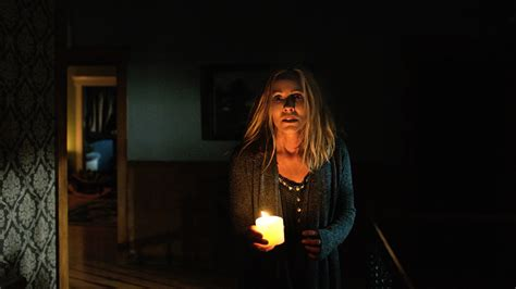 lights that move to review lights out 2016 teresa palmer