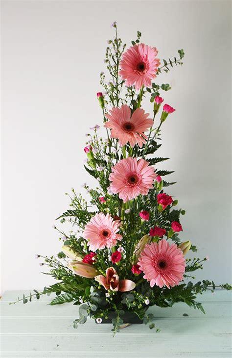how to make a floral arrangement symmetrical front facing arrangement floral arrangements