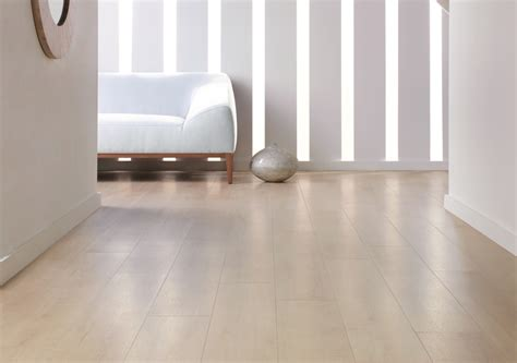 White Maple: Beautifully designed LVT flooring from the