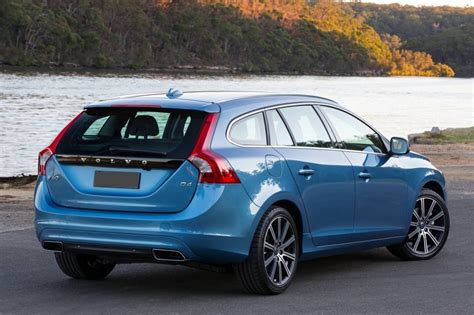 volvo uk volvo v60 rear blue volvo uk nov 17