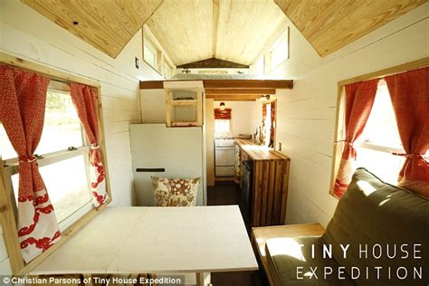 How Large Is 130 Square Feet alexis stephens and christian parsons travel country in