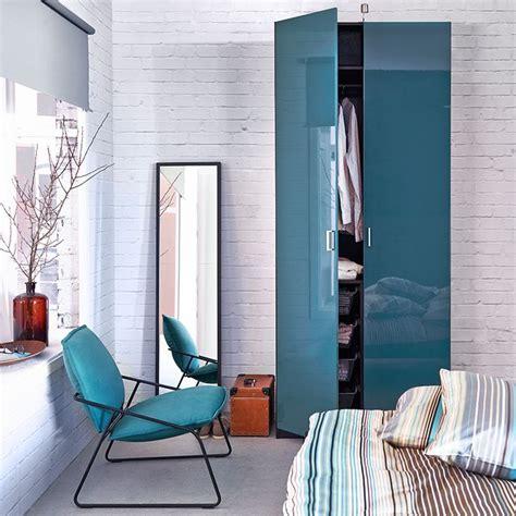 schlafzimmer wardrobes ein schlafzimmer mit pax kleiderschrank in schwarzbraun