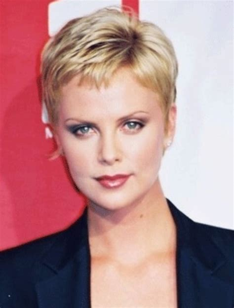 Celebrity Hairstyles: Charlize Theron Short Hair 01