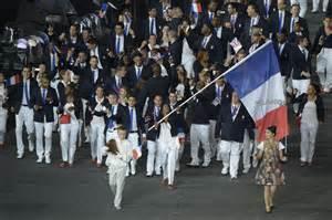 le porte drapeau fran 231 ais d 233 sign 233 par les athl 232 tes fin
