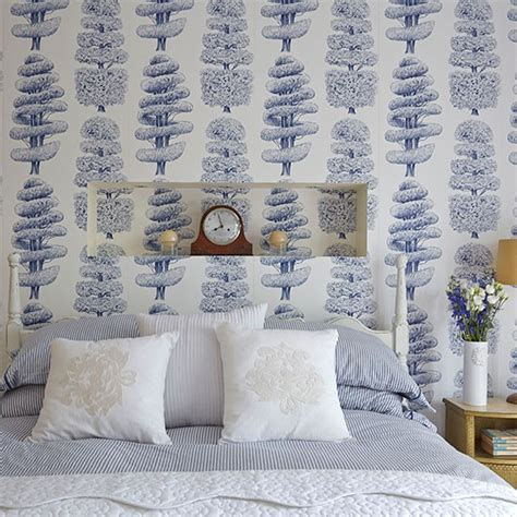 white wallpaper bedroom bedroom with blue and white wallpaper bedroom decorating