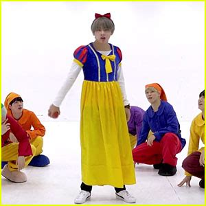 bts gogo dance bts get into the halloween spirit dressed as snow white