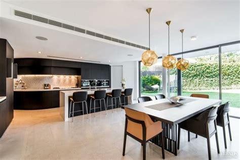large open plan kitchen family room with plenty of light 29 wohnungseinrichtung ideen f 252 r mehr offenheit und