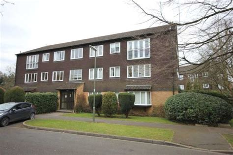 room for rent in woking 2 bedroom apartment for sale in hallington horsell woking gu21