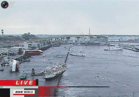 imagenes del tsunami en japon impactantes im 225 genes del terremoto y tsunami de japon