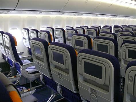Lufthansa 747 8 Cabin by File Lufthansa 747 8 Actually A380 Economy Cabin Jpg