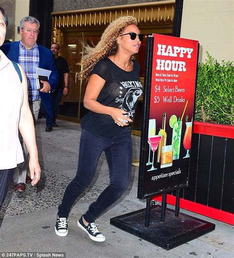 does mail run on new year s day beyonce bounds through new york as she leads the mtv vma