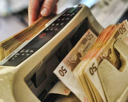 banca unicredit reggio calabria debiti gioco direttrice truffa la banca che dirige