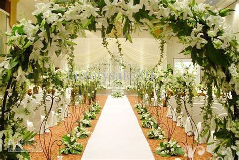 wedding arch flowers arrangements 10 easy ways to add glam to your wedding venue wed me pretty
