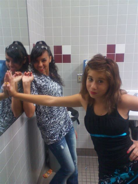girl in the bathroom all about viviana x3