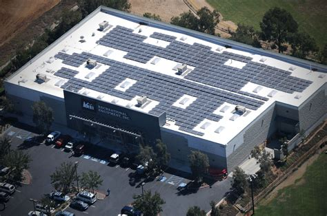 Senter Rei Rei Distribution Center S 2 2 Mw Solar Roof Helps It Reach