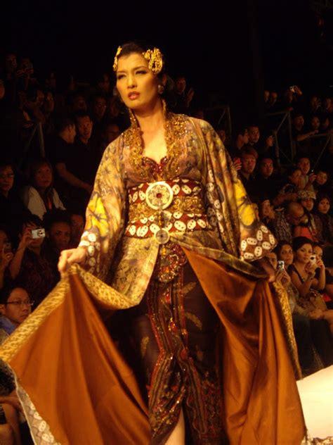 kebaya lengan pendek anne avantie fashion show arzetti in anne avantie kebaya design