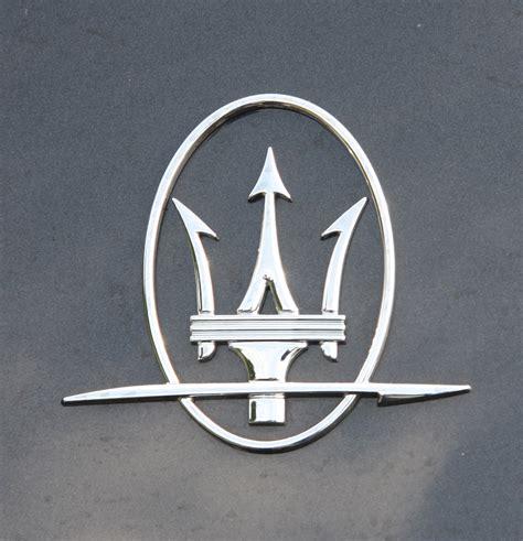 maserati trident file maserati trident badge exfordy jpg wikimedia commons