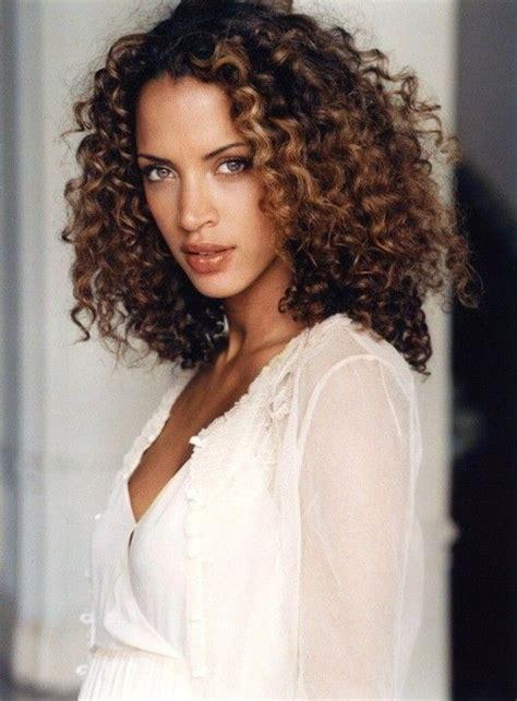 curly hairstyles urban best 25 dark curly hair ideas on pinterest layered