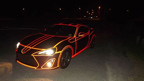 Auto Folieren Nähe Stuttgart by Inspired By Tron He Put Reflective Tape All Over His Car