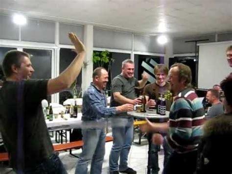 Bier Mit Feuerzeug Aufmachen by 5 Bier Mit Meterstab Zollstock 246 Ffnen Handwerk Lomex