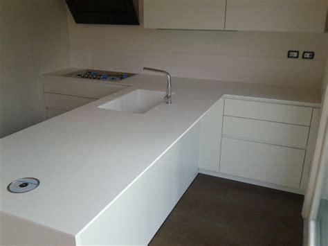 corian cucina cucina moderna in corian glacier white tecnomobili
