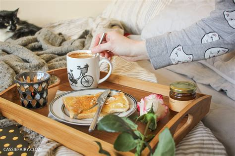 breakfast in bed ideas diy romantic breakfast in bed valentines day ideas