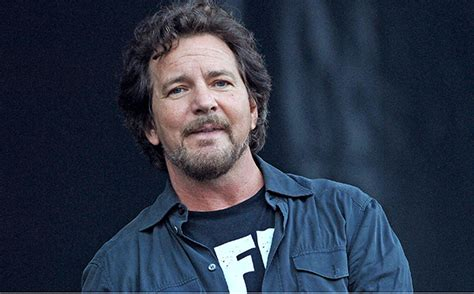 eddie vedder who threatened to leave the country politics