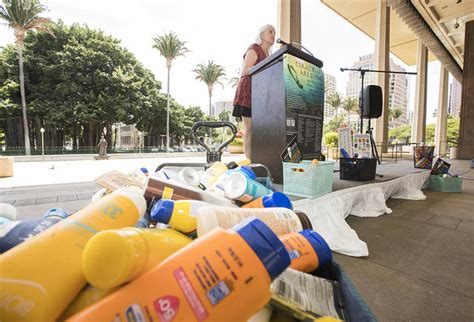 does banana boat sunscreen contain zinc bill banning sale of oxybenzone sunscreens passed