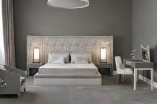 superiore Camere Da Letto Pareti Colorate #1: camera-da-letto-classica-pareti-colore-grigio.jpg