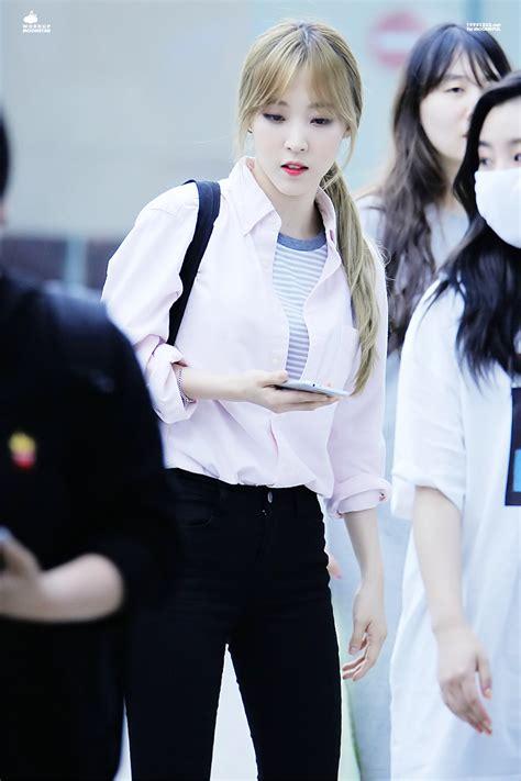 k pop idol with fabulous airport fashion mamamoo moonbyul