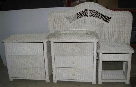 5 Piece White Wicker Bedroom Set That Includes Wicker Bedroom Furniture Sets