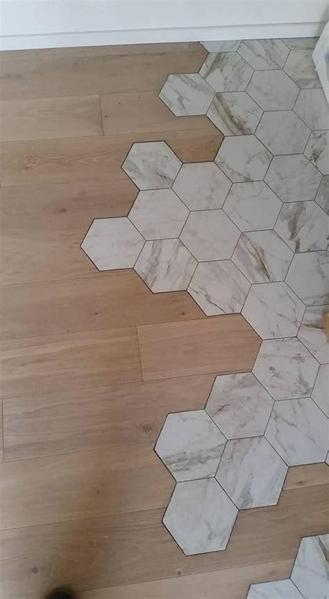 parquet piastrelle pavimento in legno confinante con pavimento in cotto