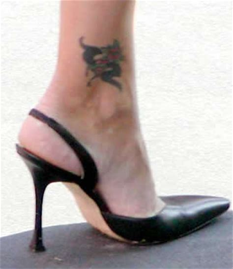 kelly ripa tattoo inner or outer ankle yahoo answers