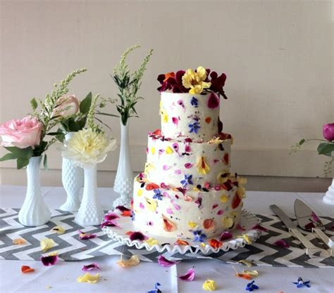 Wedding Cake Edible Flowers by How To Decorate A Wedding Or Celebration Cake With Edible