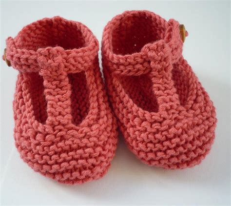 pattern knitting baby shoes quinn t bar style baby shoes knitting pattern by julie