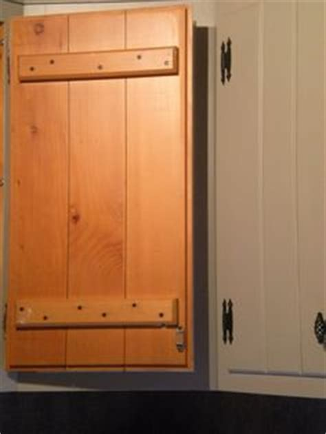 pine kitchen cabinet doors 1000 ideas about knotty pine kitchen on pinterest pine
