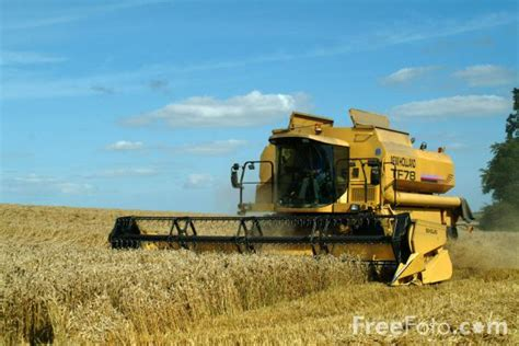 combine harvester at work pictures free use image 07 37