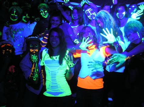 what is black light blacklight party tips kids glow parties