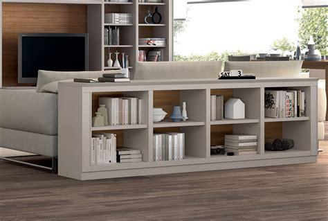 lade d arredo moderne ruimte boekenkast achter bank interieur