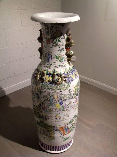 Oriental Floor Vases Mid 20th Century Pair Of Chinese Large Floor Vases At 1stdibs