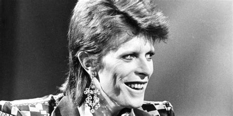 david bowie dead stars pay tribute  ziggy stardust singer   dies  cancer aged