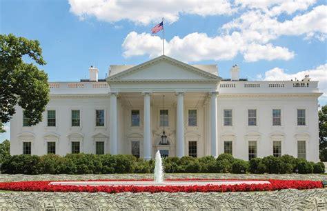 trump white house residence photoshop battle predicts trump s white house decor