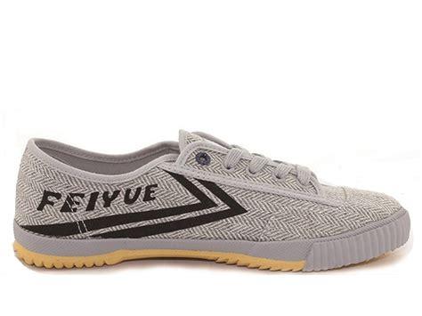 Dari Sepatu Membangun Dunia Mycoskie produk modern dari grosir sepatu murah berbagi informasi dengan dunia
